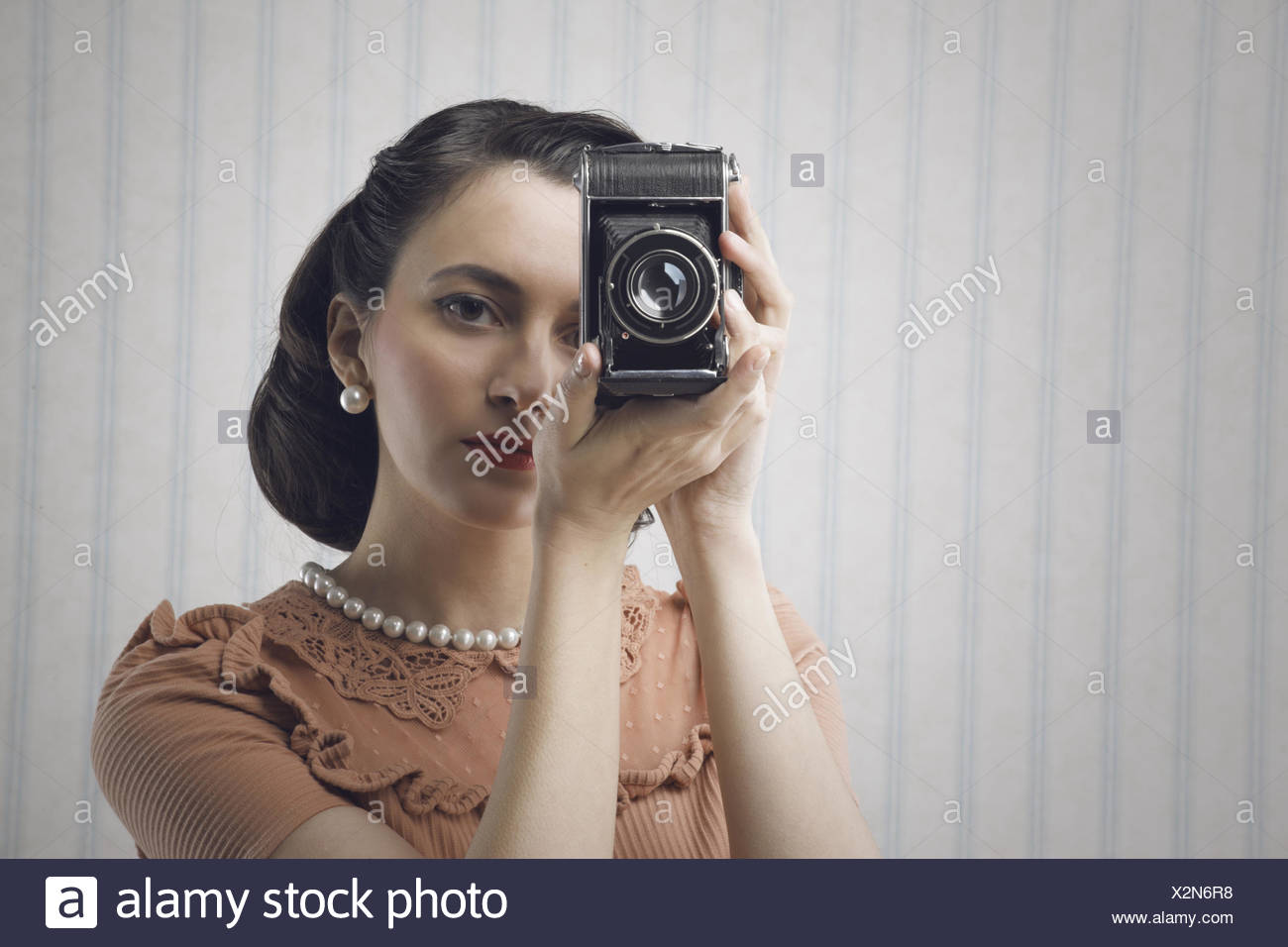 8c89526fcb8 1960 Style Young Woman Photos   1960 Style Young Woman Images - Alamy