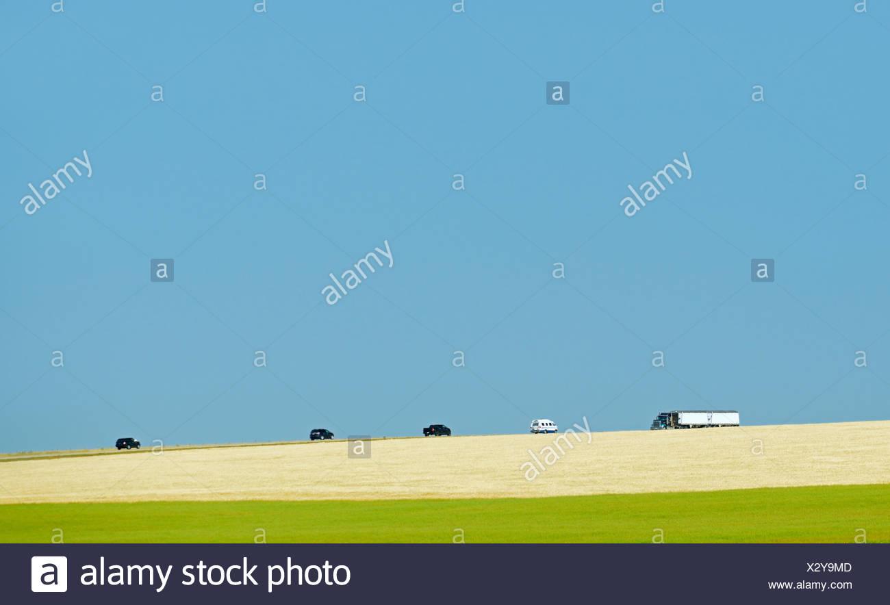 Véhicules sur l'autoroute 24 l'Alberta Canada Mossleigh Photo Stock