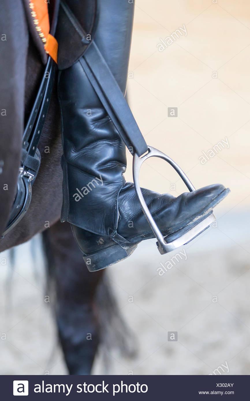 L'équitation les orteils se tourna vers loin Banque D'Images