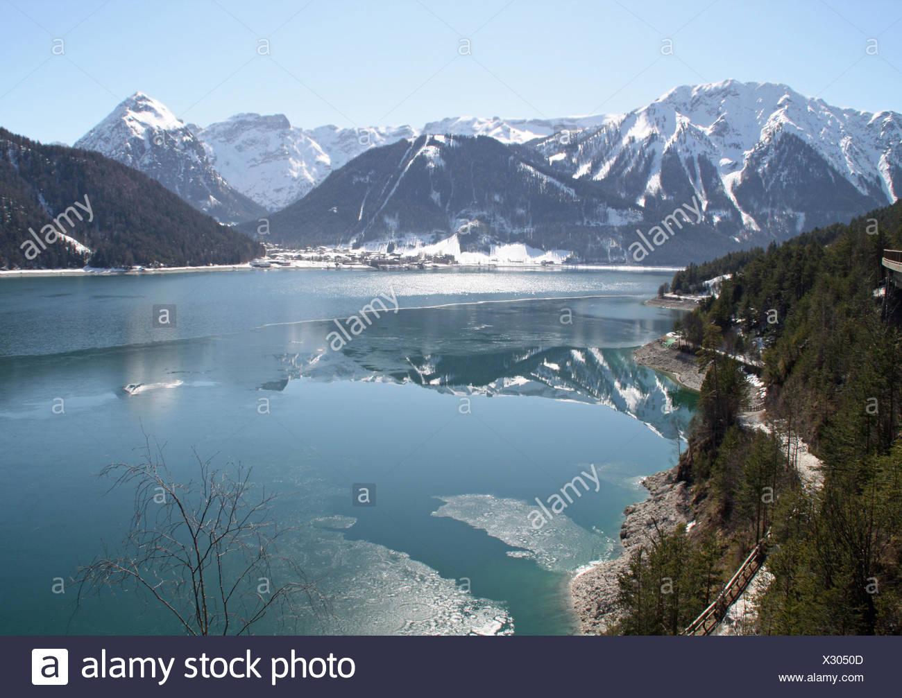 vacances autriche Lu0027hiver, lu0027Autriche, le Tyrol, bleu, montagne, pierre, maison de vacances,  location, vacances,