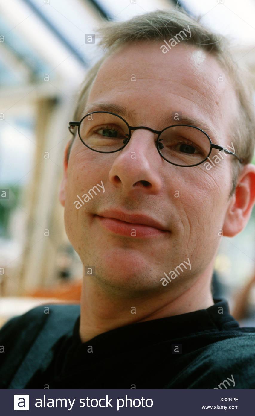 Portrait de l'homme blanc adultes 30s type nerd Photo Stock