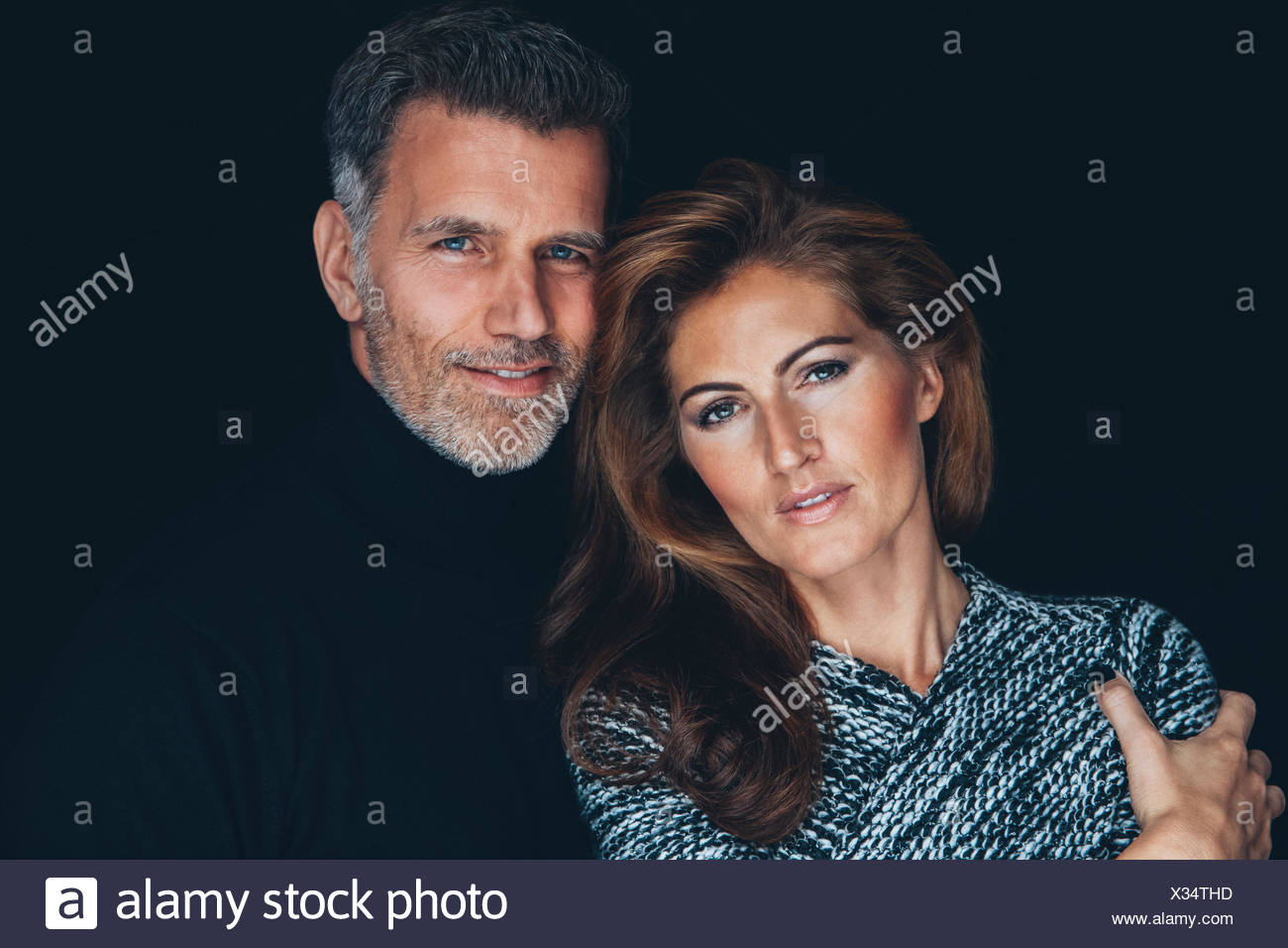 Portrait de couple in front of black background Photo Stock
