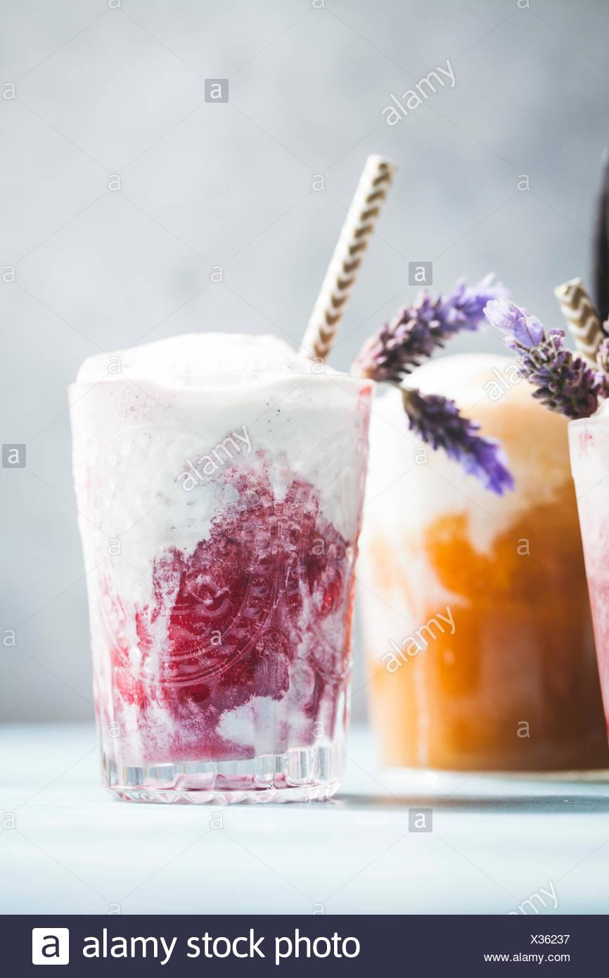 Lumineux et coloré de flottement de la crème glacée Photo Stock