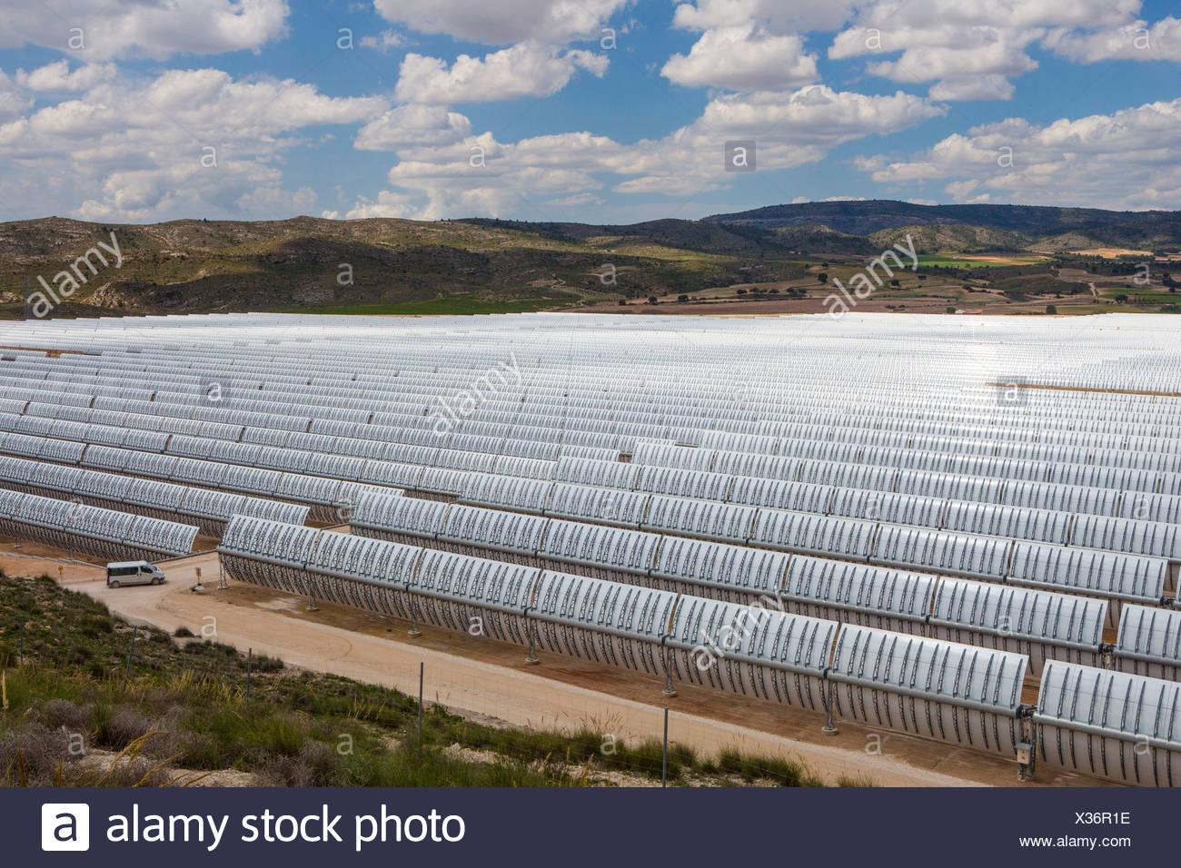 Europe Espagne Murcia Province grandes entreprises d'énergie solaire l'industrie de l'énergie développement nuages soleil solaire paysage blanc Photo Stock
