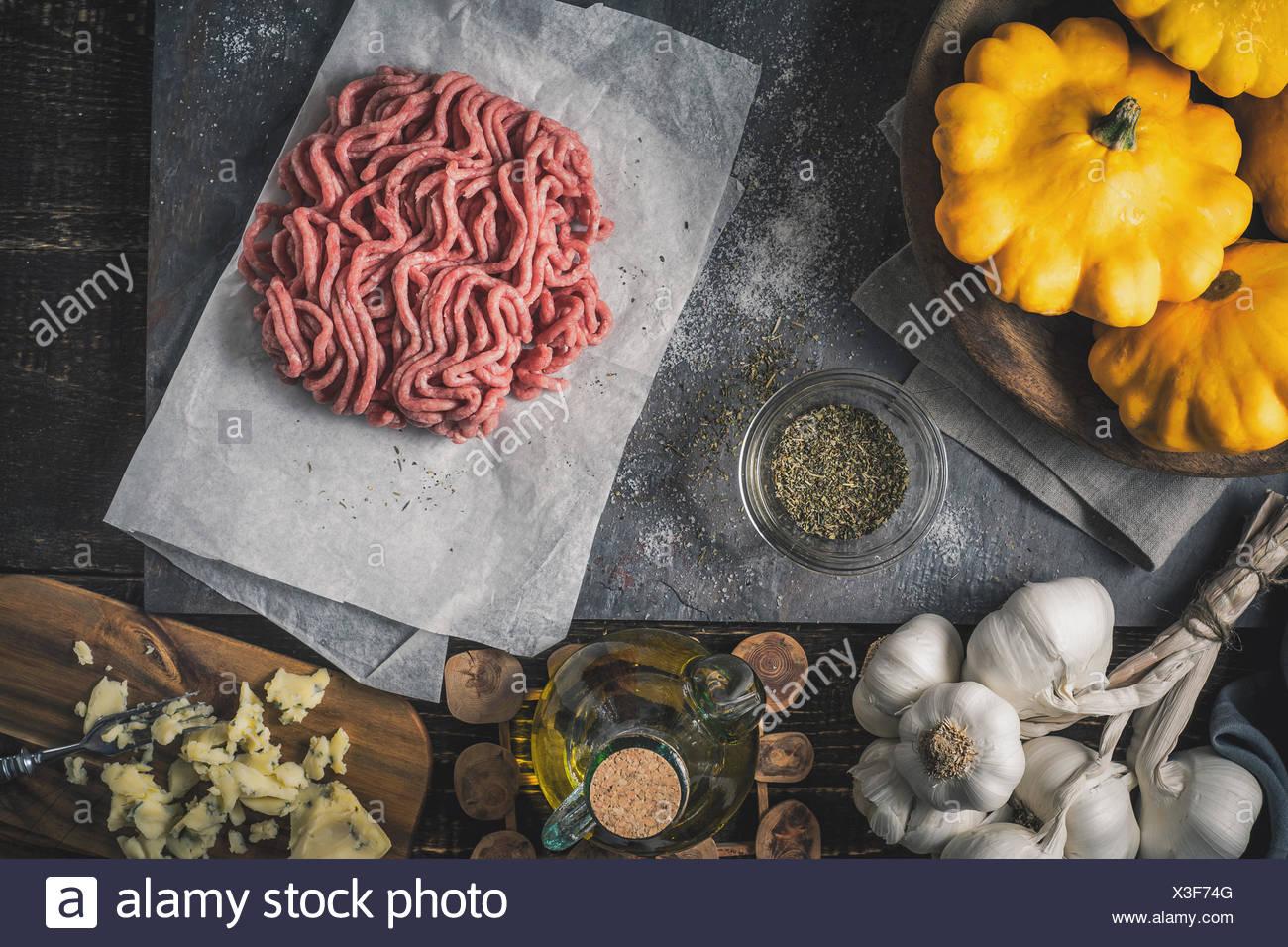 Ingrédient pour pattypan farcies vue supérieure Photo Stock