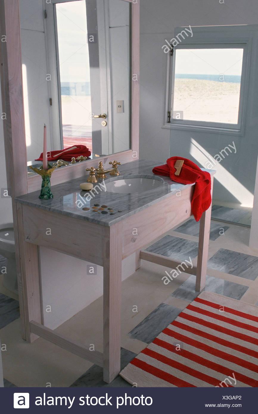 Salle de bain évier incrustée dans la pièce de mobilier en ...