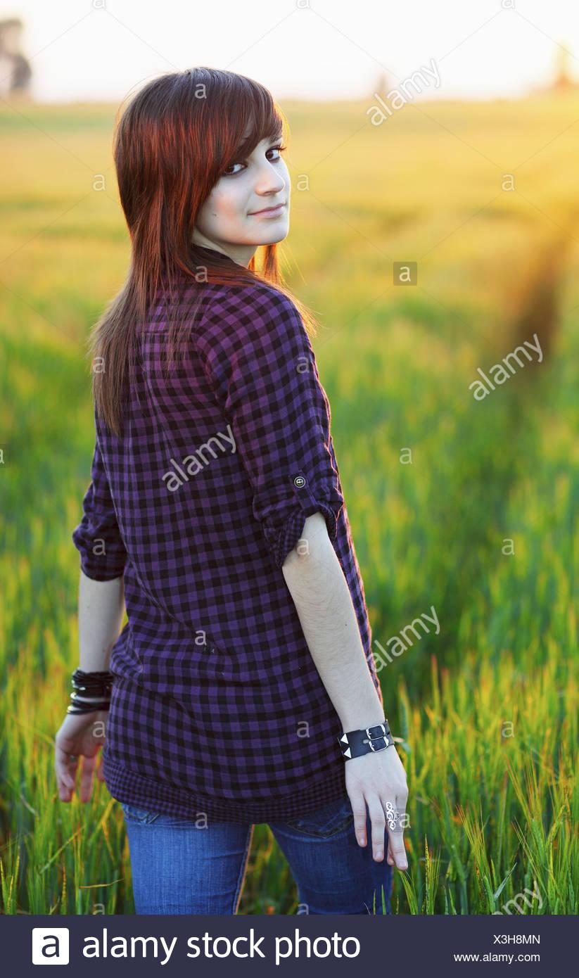 Adolescente en el campo, Séville, Andalousie, Espagne, Europe. Photo Stock