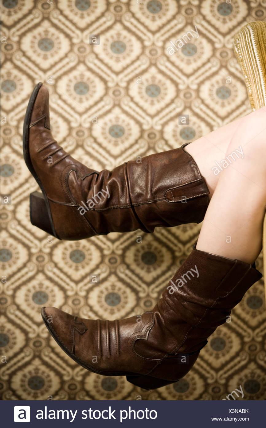 Pieds de femme avec des bottes Photo Stock