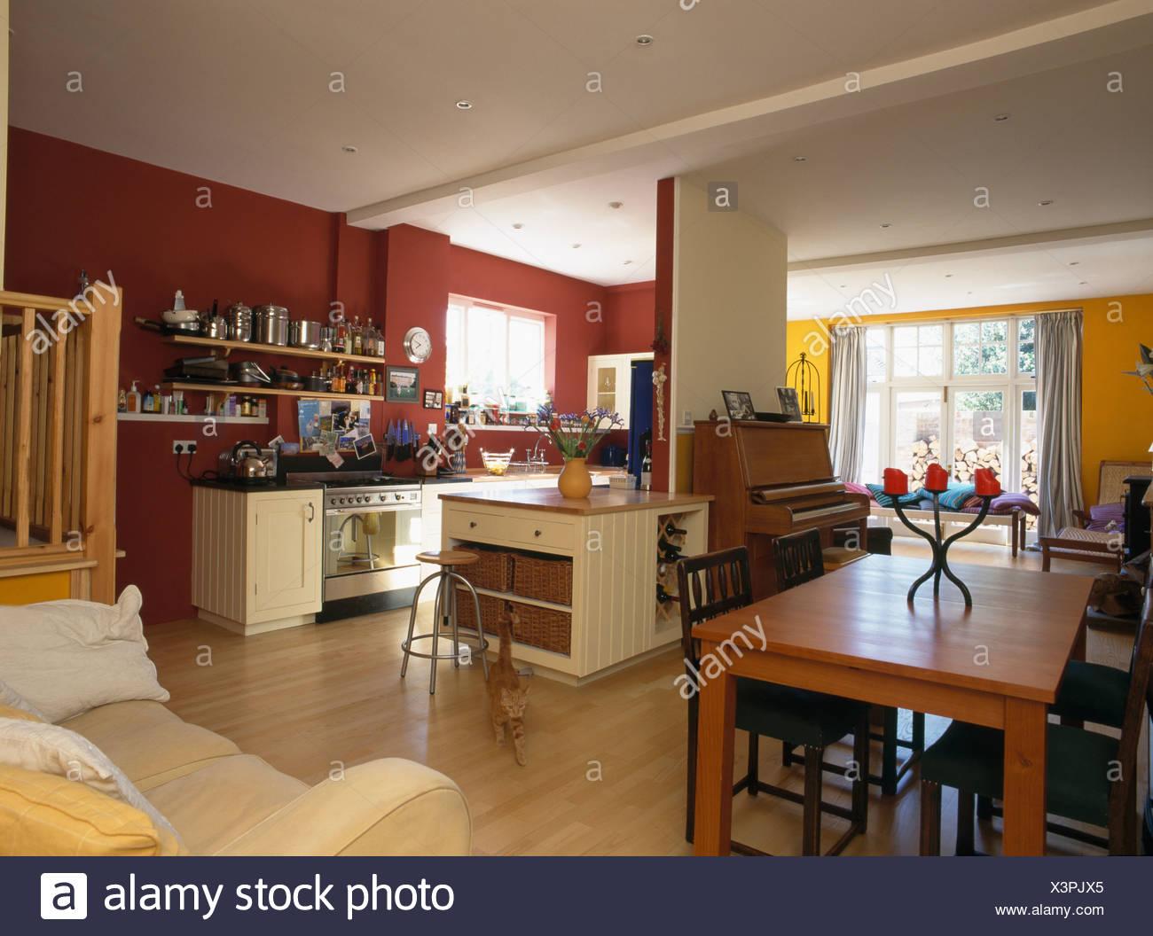 Table En Bois Et Parquet En Rouge Moderne Cuisine Américaine Salle à Manger