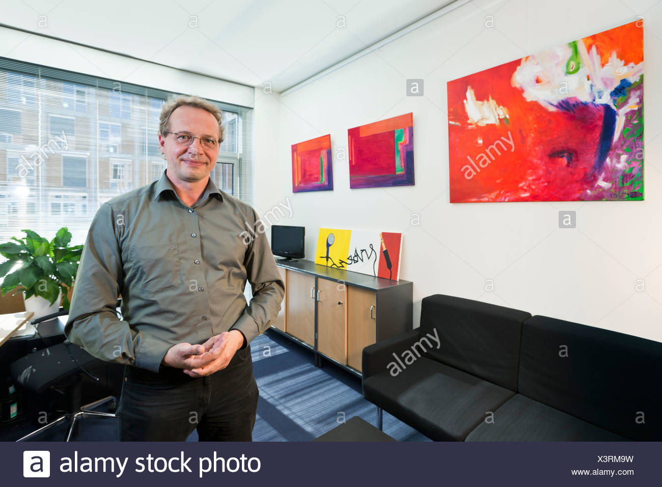 Hermann Ott, porte-parole de la politique climatique du groupe parlementaire des Verts, dans son bureau du Parlement à Berlin, Germany, Europe Photo Stock