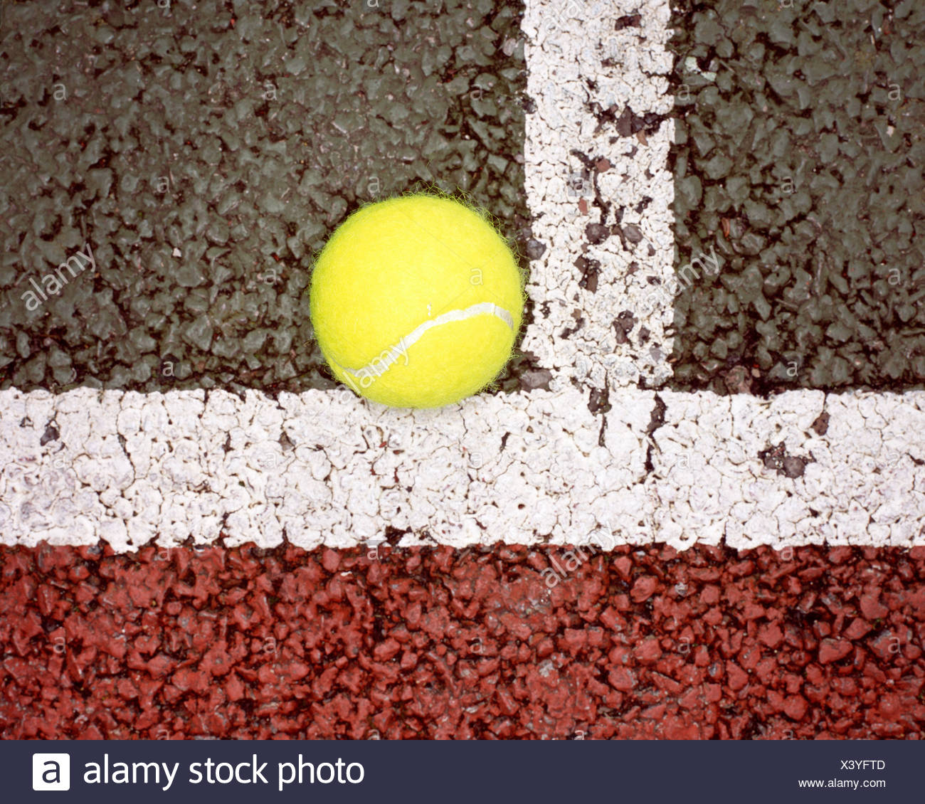 Balle de tennis en ligne Photo Stock