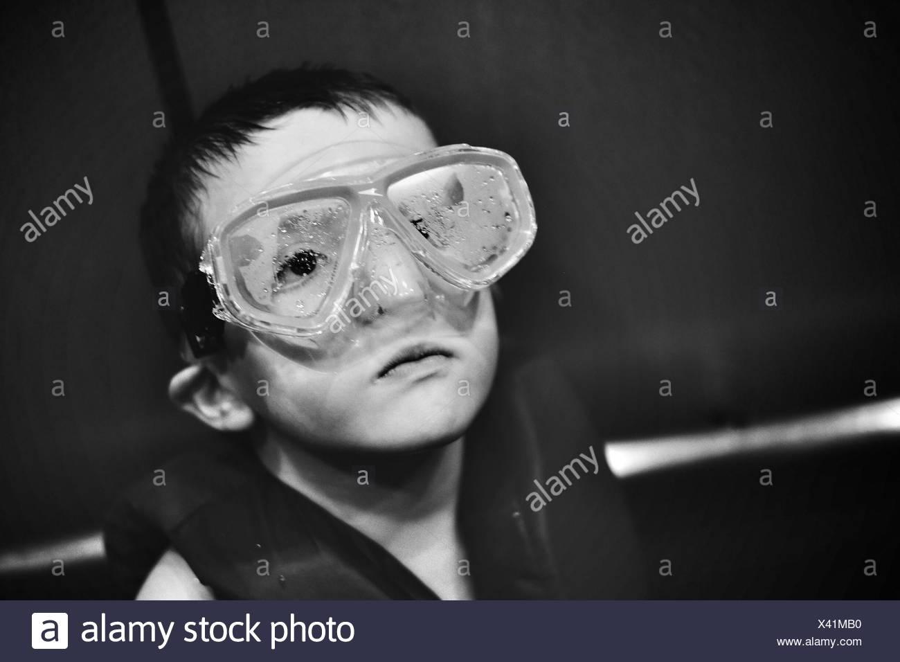Portrait Of Boy avec lunettes de natation Photo Stock