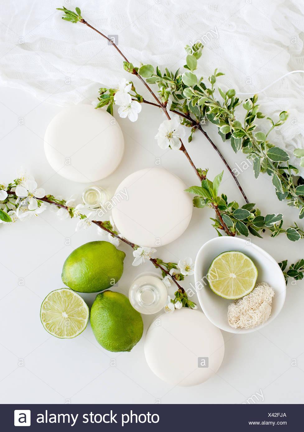 La vie toujours avec savons aromatiques, s'épanouir et de chaux Photo Stock