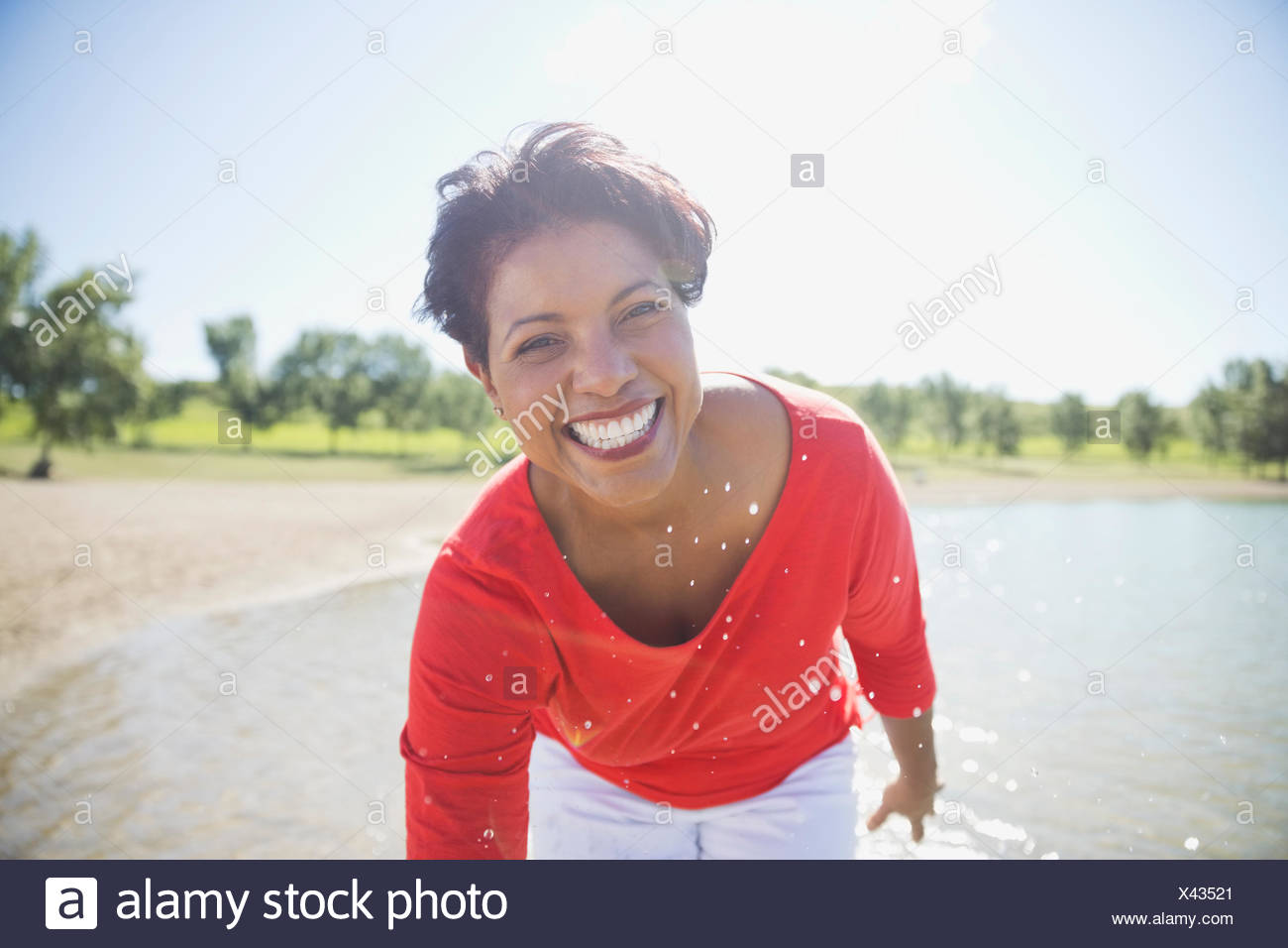 Portrait of woman smiling on the beach Photo Stock