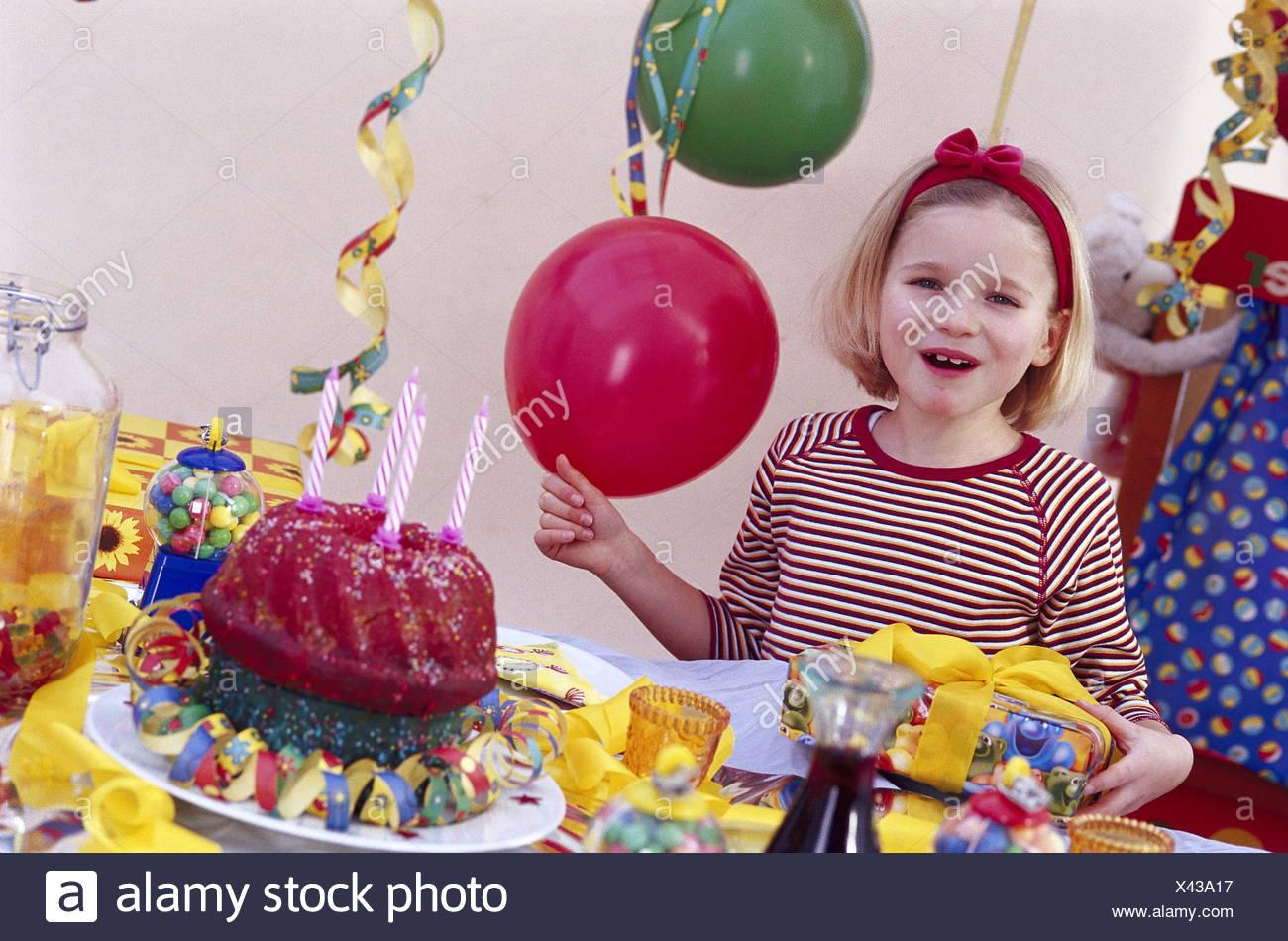 Ou Feter Anniversaire 7 Ans.Des Anniversaires Girl Portrait Demi Heure Actuelle Rire