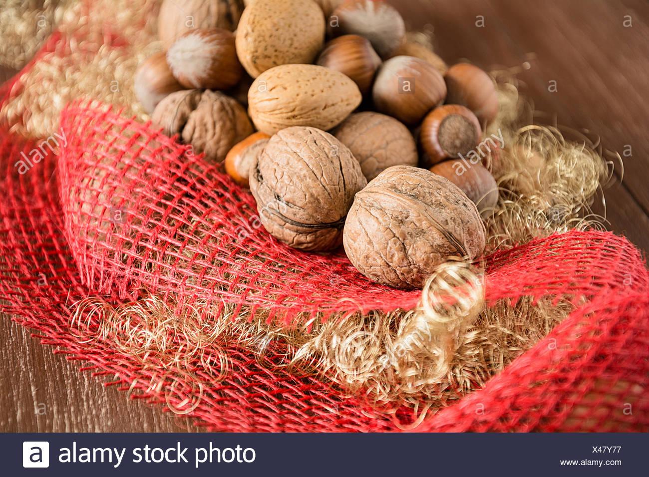 Les noix, noisettes, amandes et noix de pécan Photo Stock