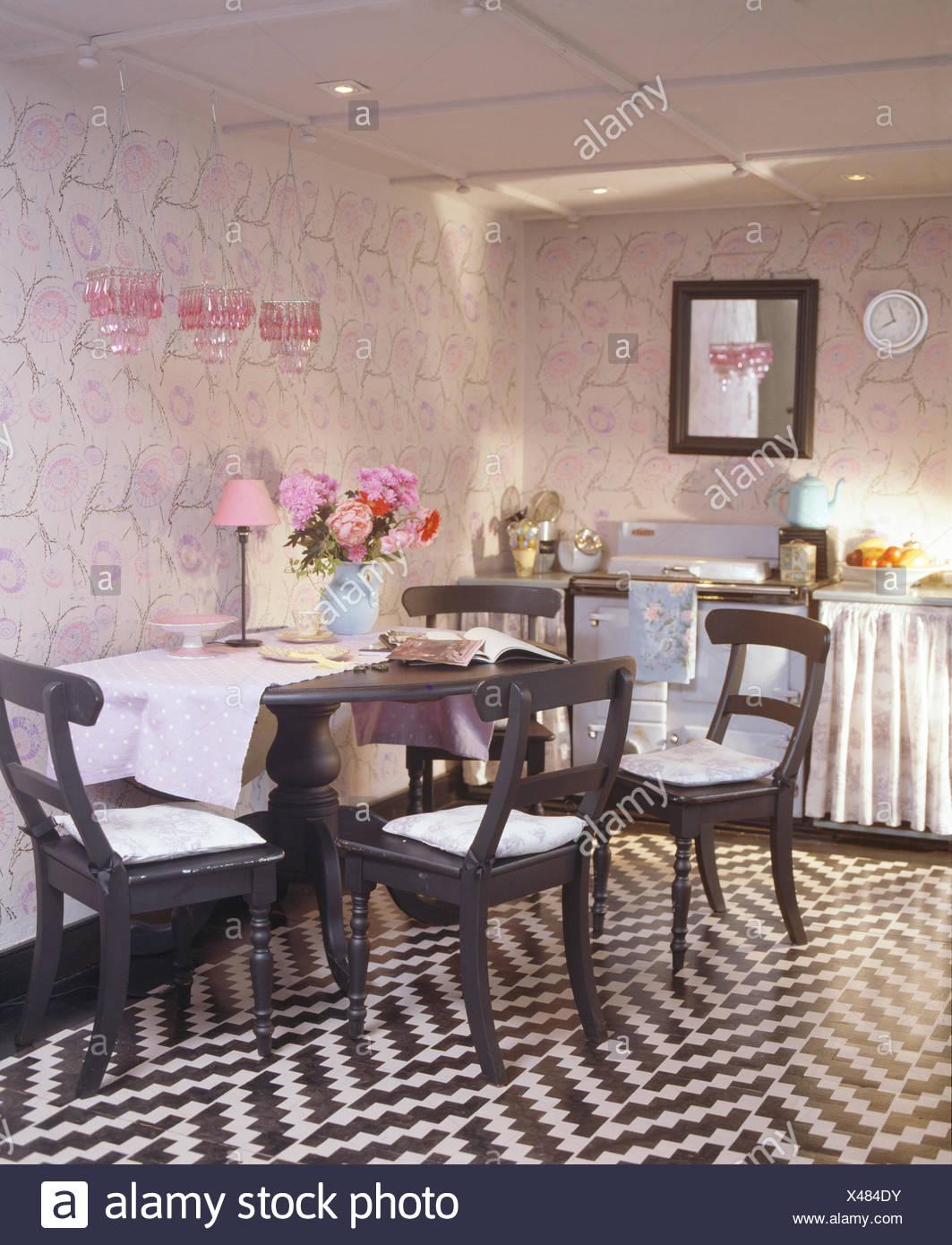 Noir +blanc au pochoir en zig-zag en étage cuisine salle à ...