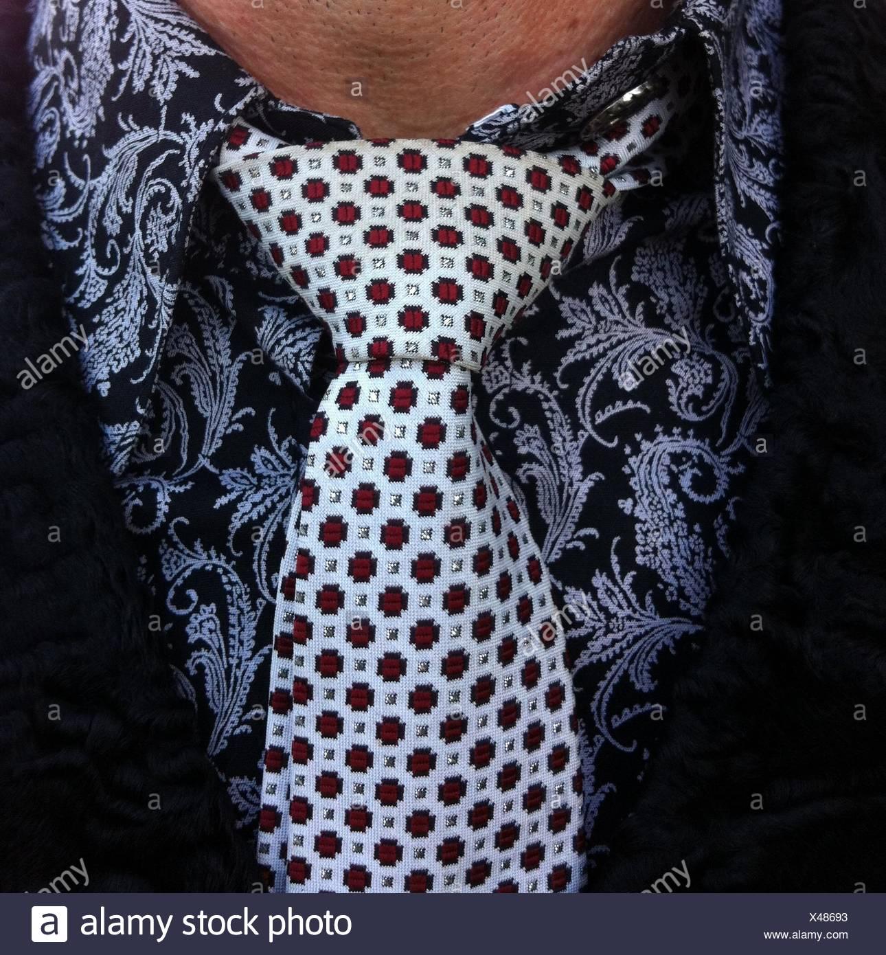 Portrait d'un homme portant une chemise et cravate Photo Stock