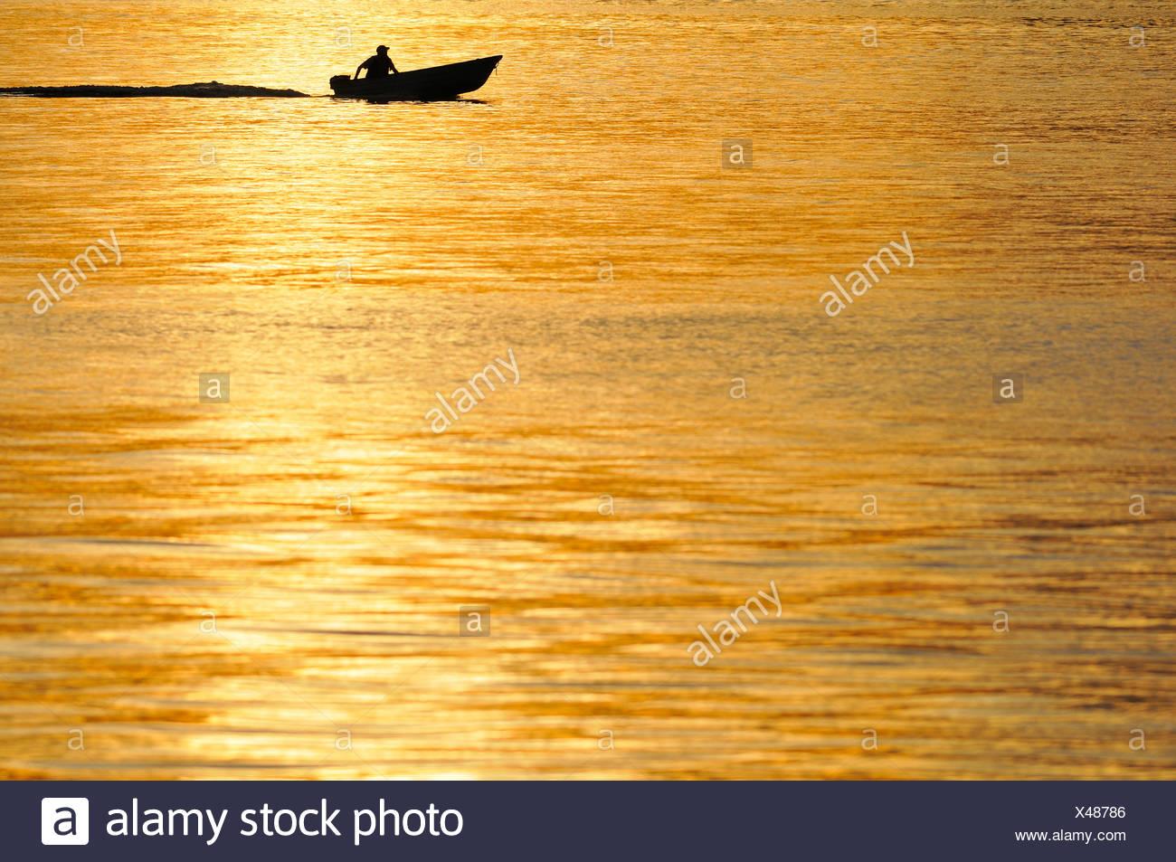 Un bateau en route Photo Stock