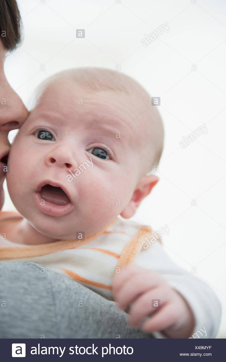 Mère tenant son fils, Close up Photo Stock