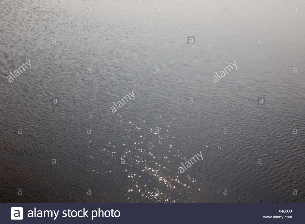 La lumière solaire réfléchie sur le lac Photo Stock