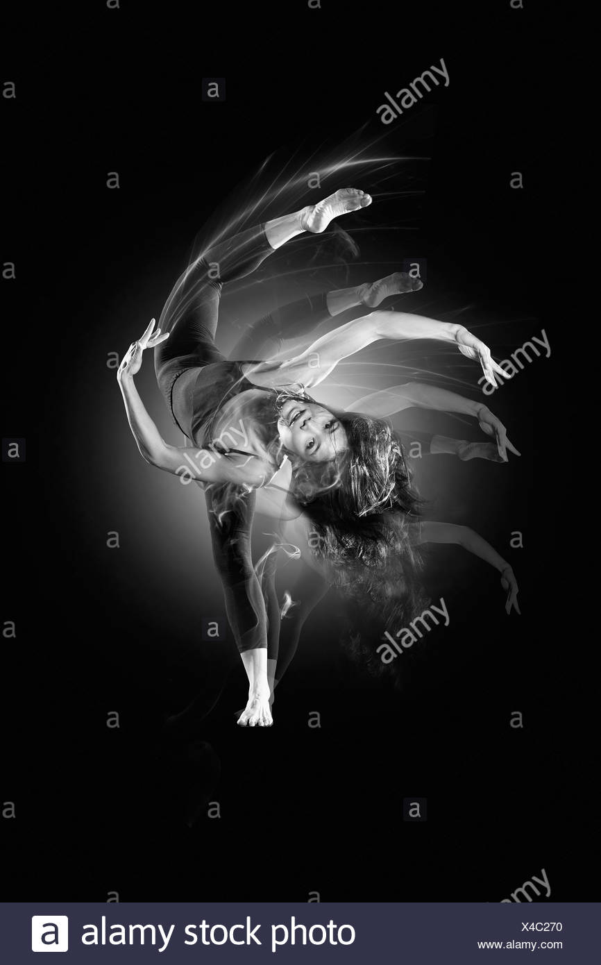 Femme dansant flexible Photo Stock