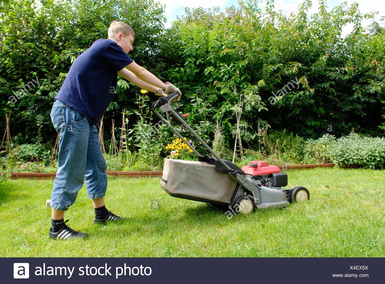 Adolescent la pelouse Photo Stock