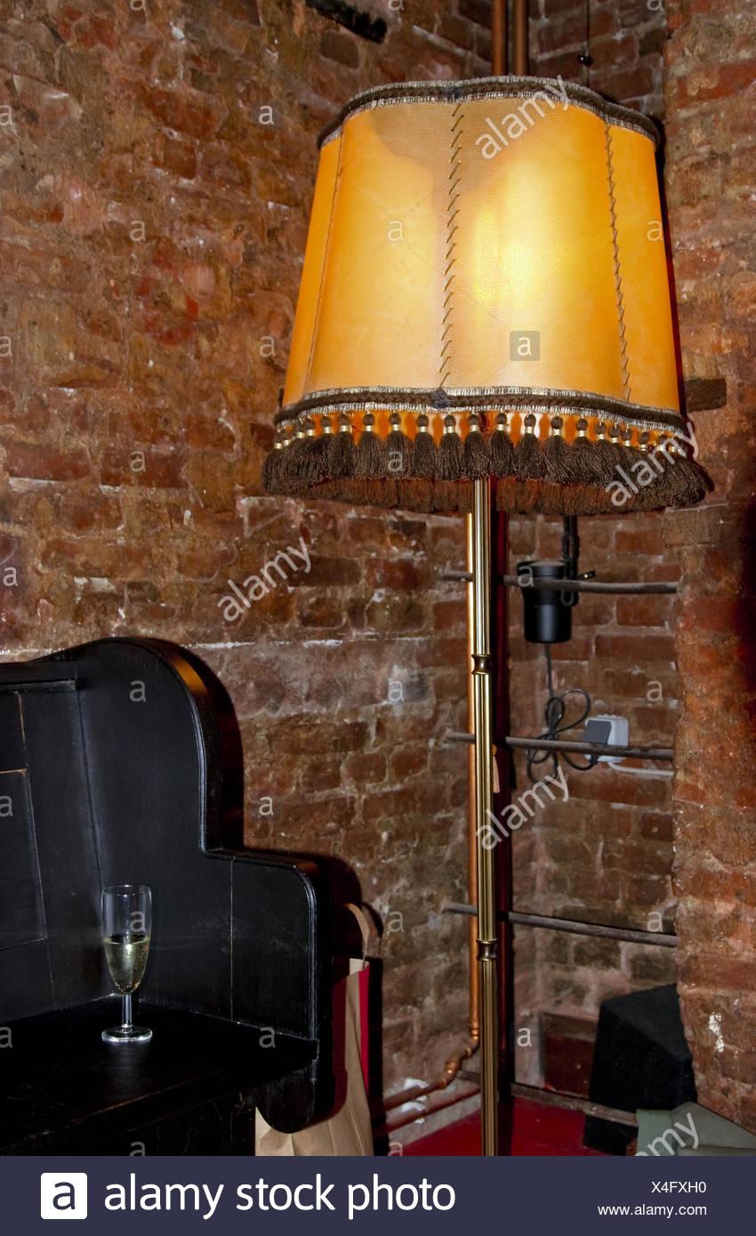 Etagere Sur Mur En Brique prix, murs de briques, de niche, lampe standard, étagère
