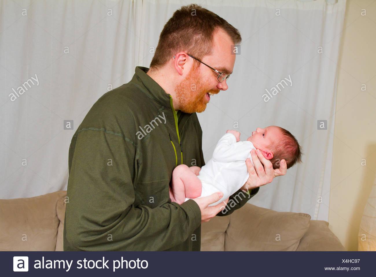 Père avec nouveau-né garçon Photo Stock