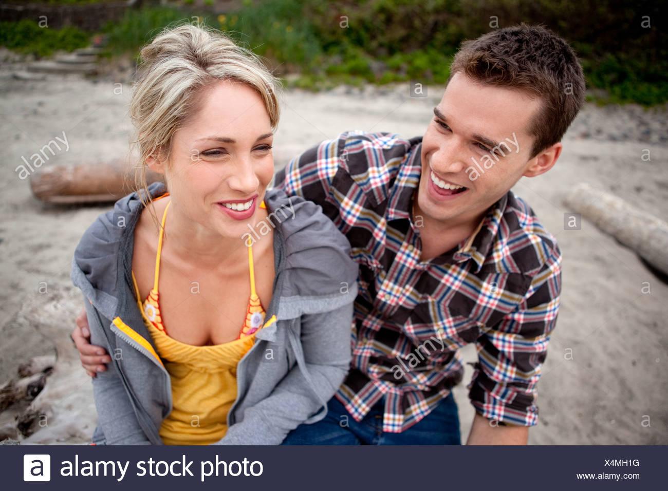 Couple ayant un bon rire ensemble. Photo Stock