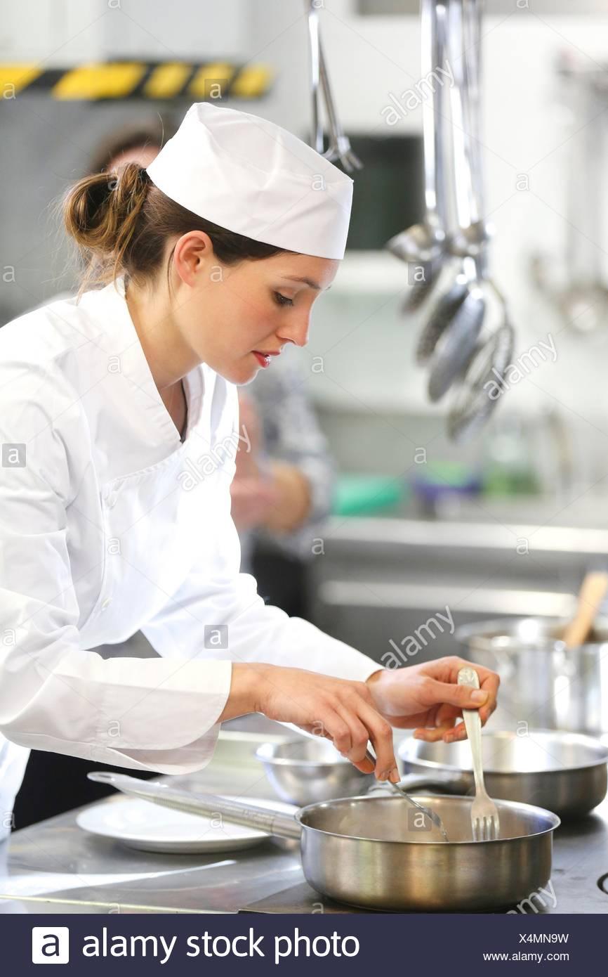 Chef cuisinier à l'école de cuisine, cuisine, école, Donostia, San Sebastian, Gipuzkoa, Pays Basque, Espagne, Europe Photo Stock
