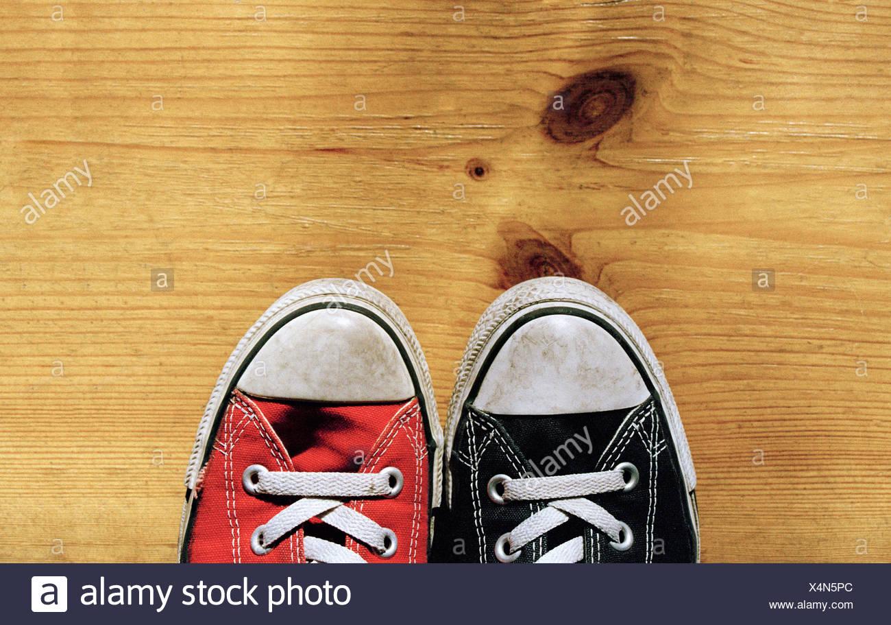 030c30ced96a0 Une paire de chaussures de toile Photo Stock