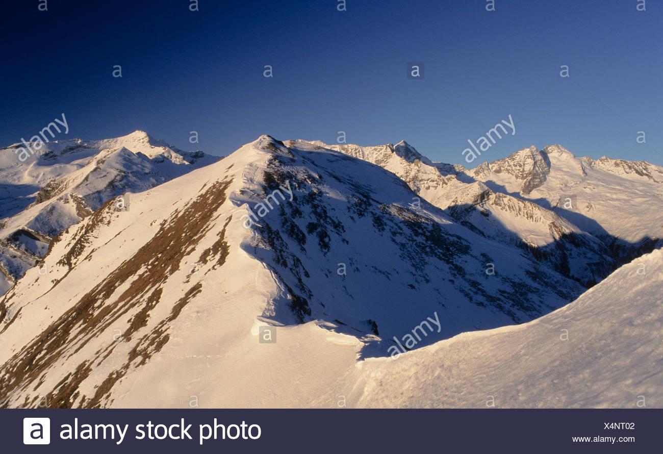 Crête de neige, corniche, d'un Tux Alpes, Tyrol, Autriche, Europe Photo Stock