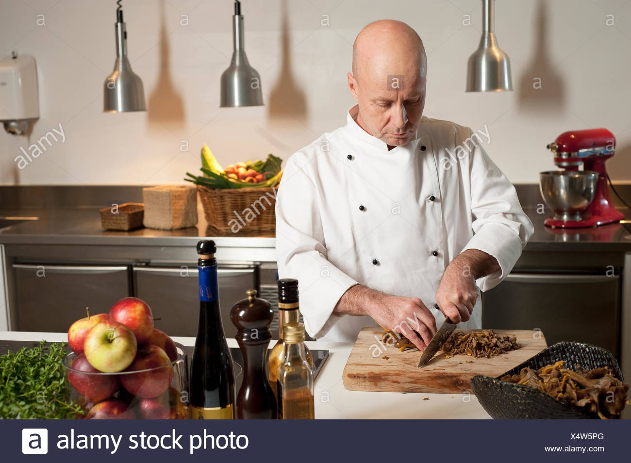 Chef chopping food in kitchen Photo Stock
