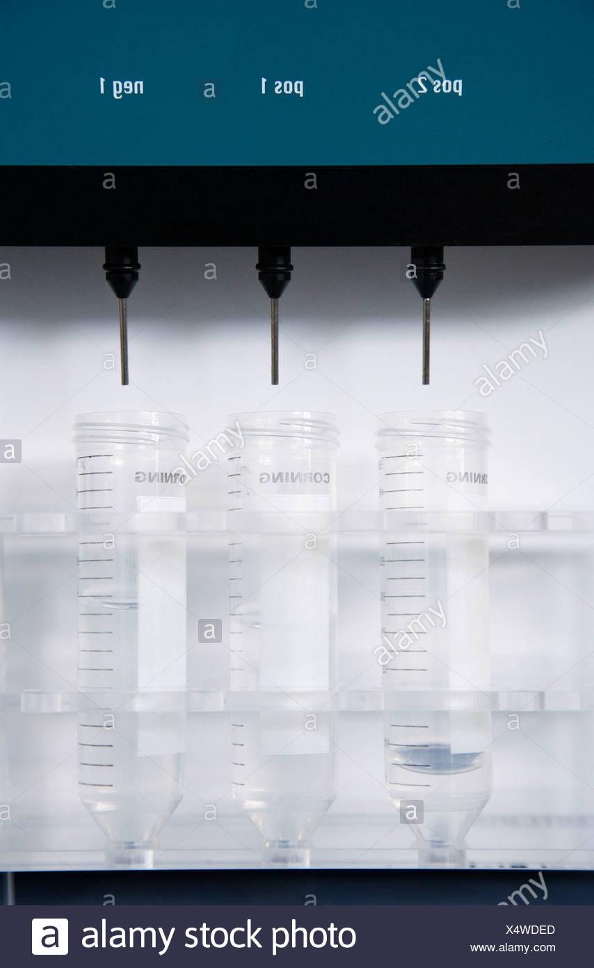 Séparateur de cellules AutoMacs laboratoire biopharmaceutique chambre de culture du développement et de la production de médicaments innovants à l'aide de souches adultes Photo Stock
