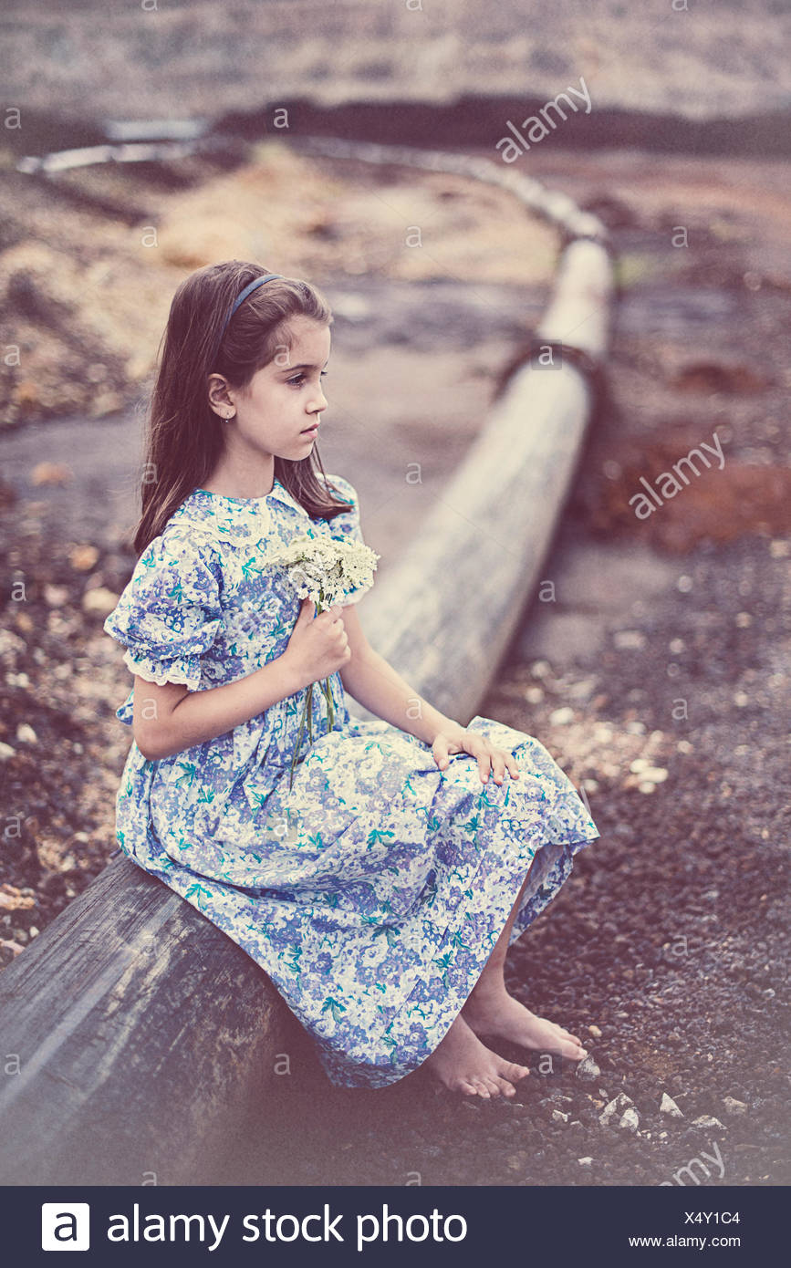 Girl holding a bouquet de fleurs Photo Stock