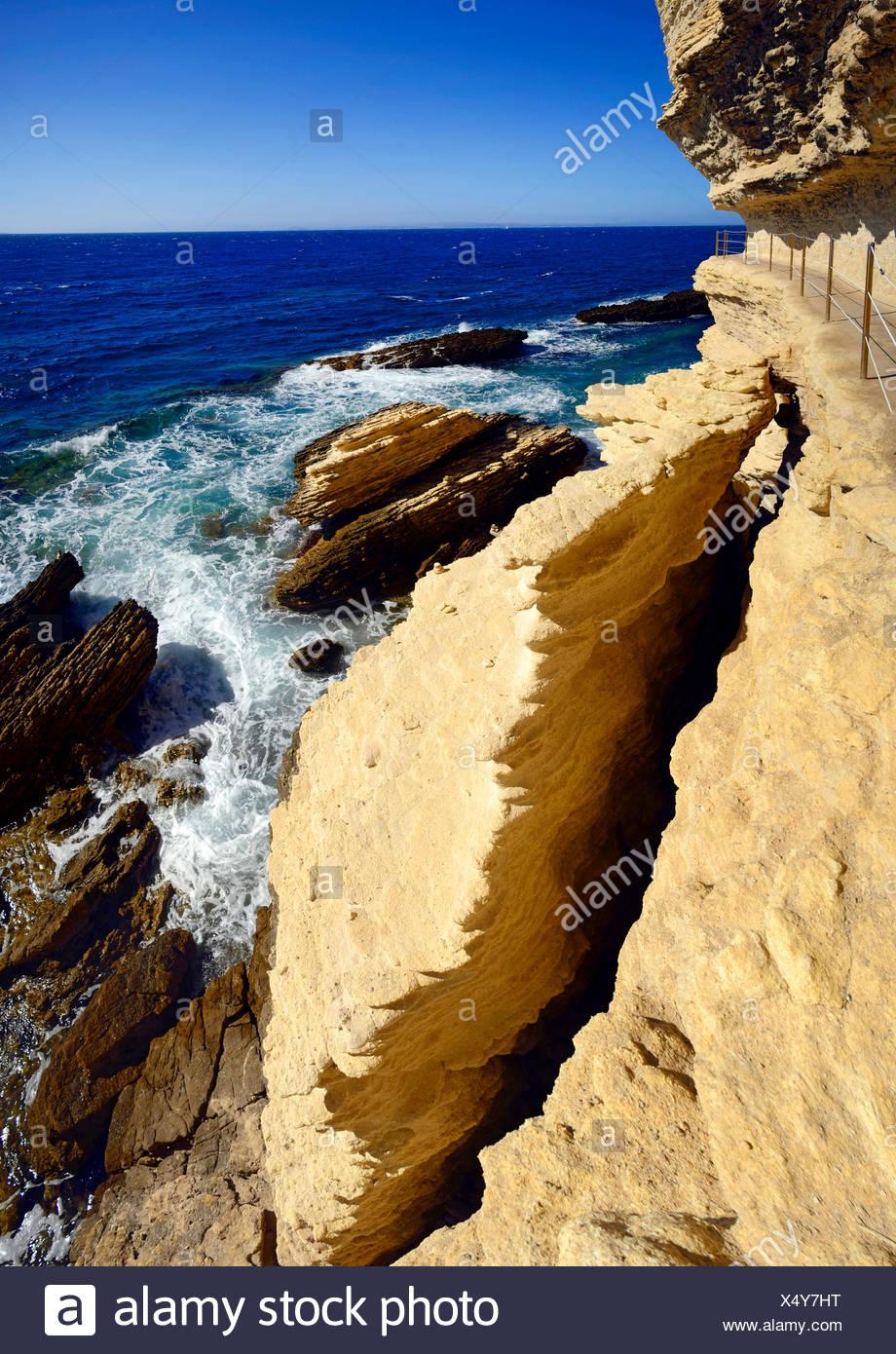 """Sentier à la côte escarpée, les dessous de """"escalier du roi d'Aragon"""", France, Corse, Bonifacio Photo Stock"""