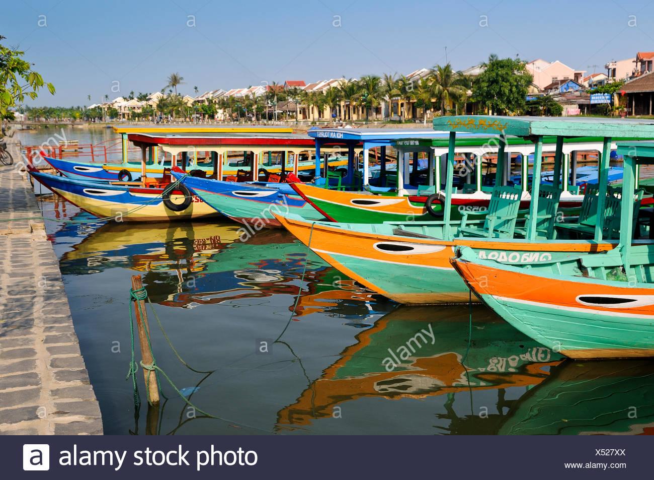 Les bateaux traditionnels sur la chanson de la rivière Thu Bon, Hoi An, Vietnam, Southeast Asia Photo Stock