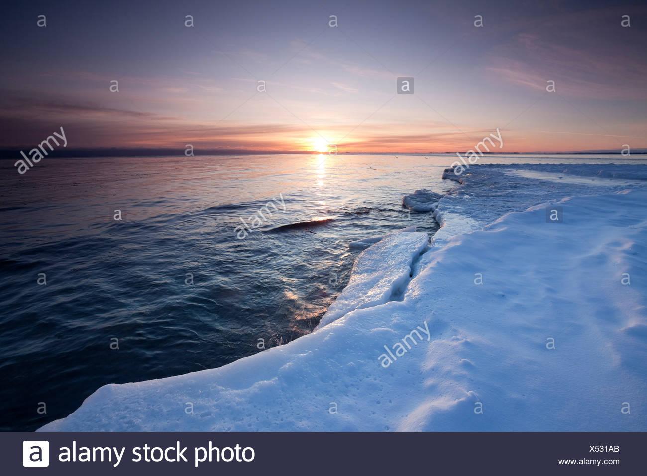 A l'aube d'hiver sur les rives du lac Ontario dans le parc provincial Presqu'île, de l'Ontario, Canada Photo Stock