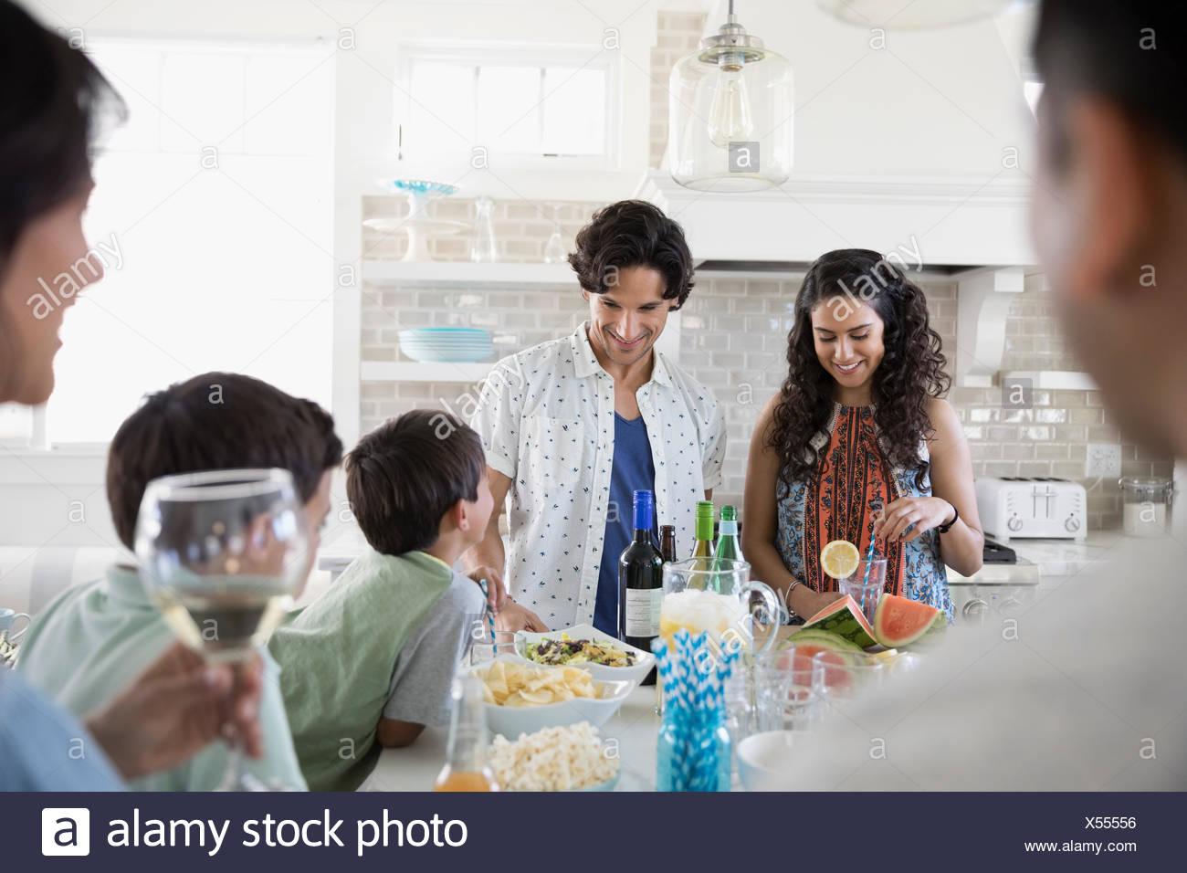 Boire et manger dans la famille beach house kitchen Photo Stock