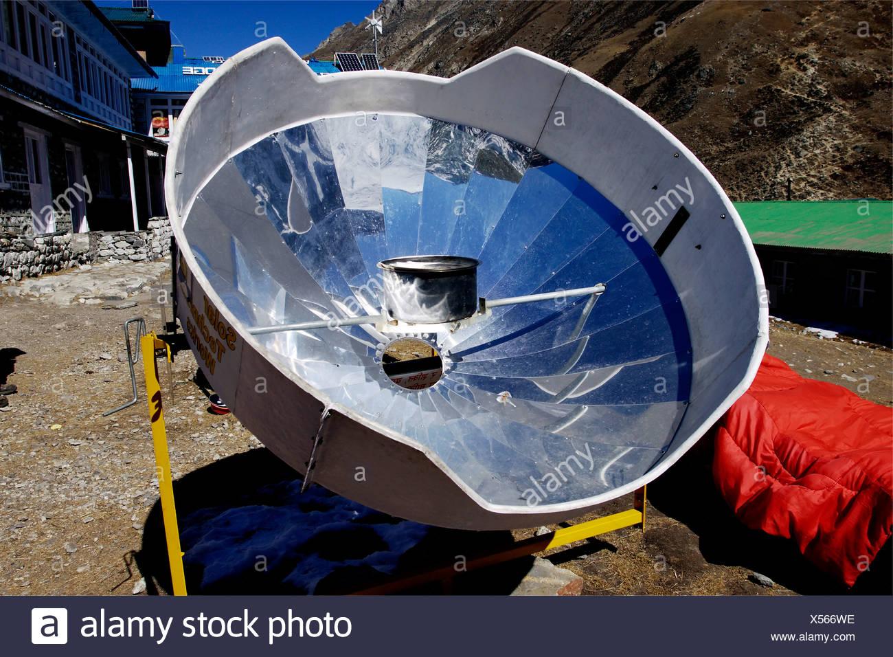 Miroir solaire pour le chauffage de l'eau, Khumbu, Gokyo, parc national de Sagarmatha (Népal, Asie Photo Stock