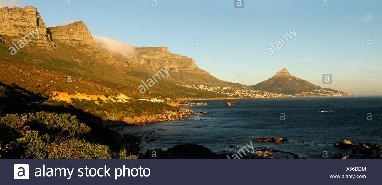 Douze Apôtres Hôtel Camps Bay Cape Peninsula Western Cape Afrique du Sud océan côte mer montagne montagnes paysage Photo Stock