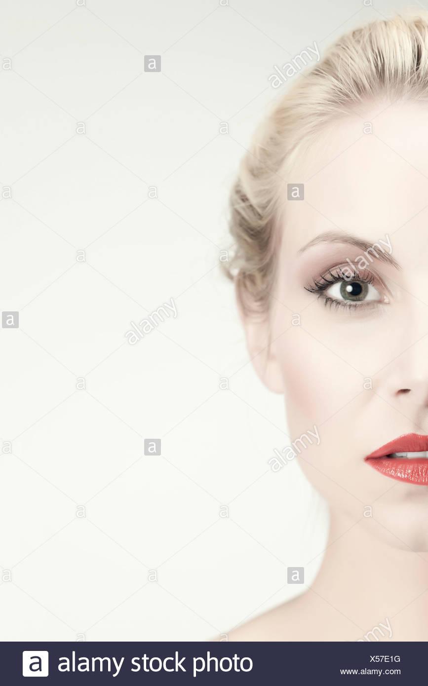 La moitié de visage de jeune femme Photo Stock