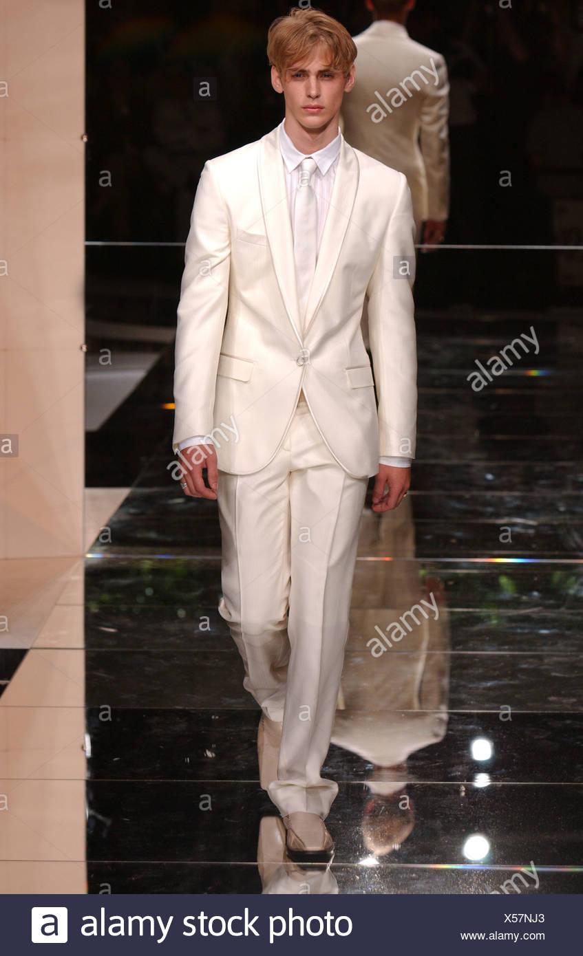 e3dffa283d7dd Vêtements pour hommes Dolce   Gabbana Milan S S costume blanc Banque ...