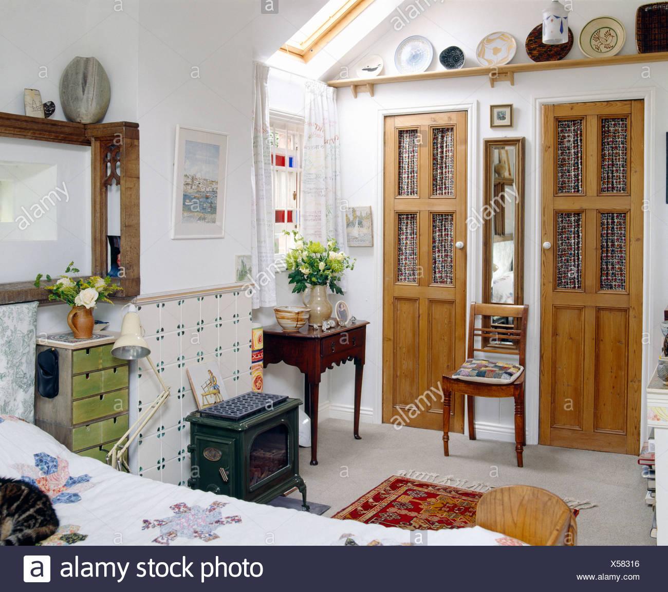 Porte De Chambre Avec Vitre portes en pin avec panneaux vitrés en placards en chalet
