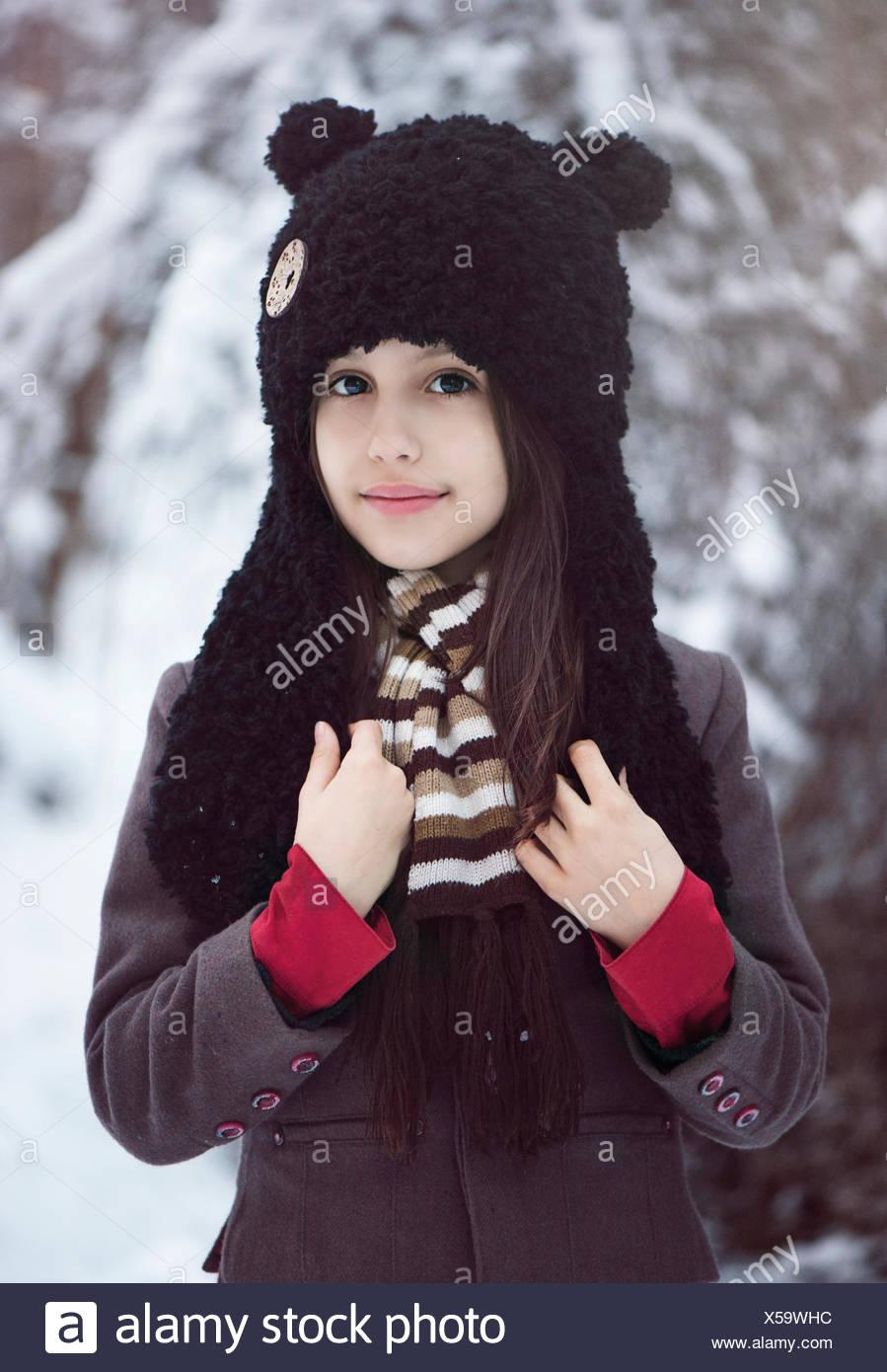 Portrait d'une jeune fille portant un chapeau Photo Stock