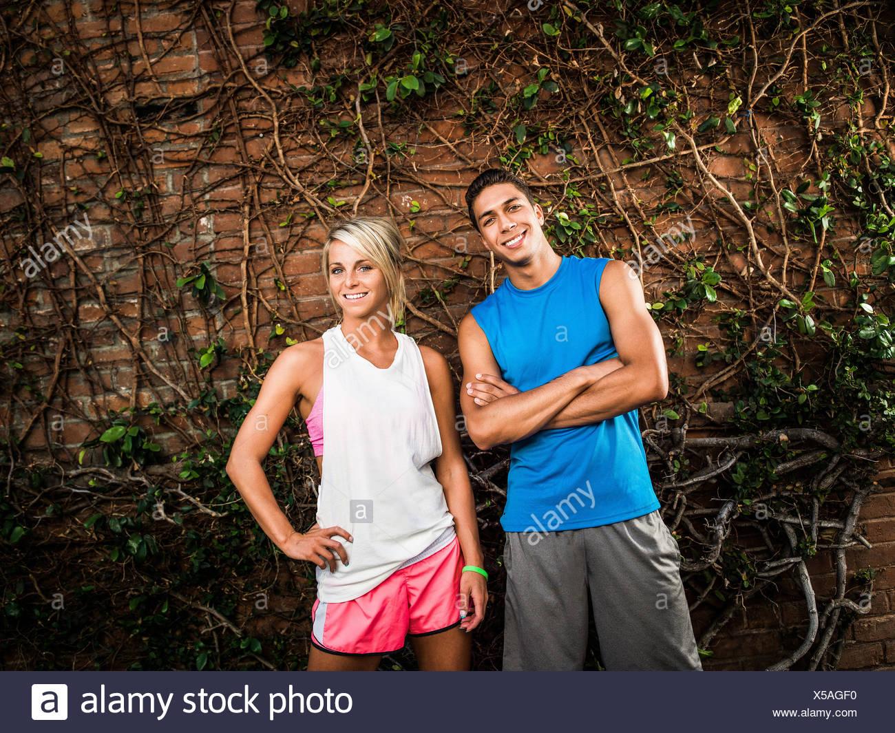 Jeune homme et femme prête pour l'exercice Photo Stock
