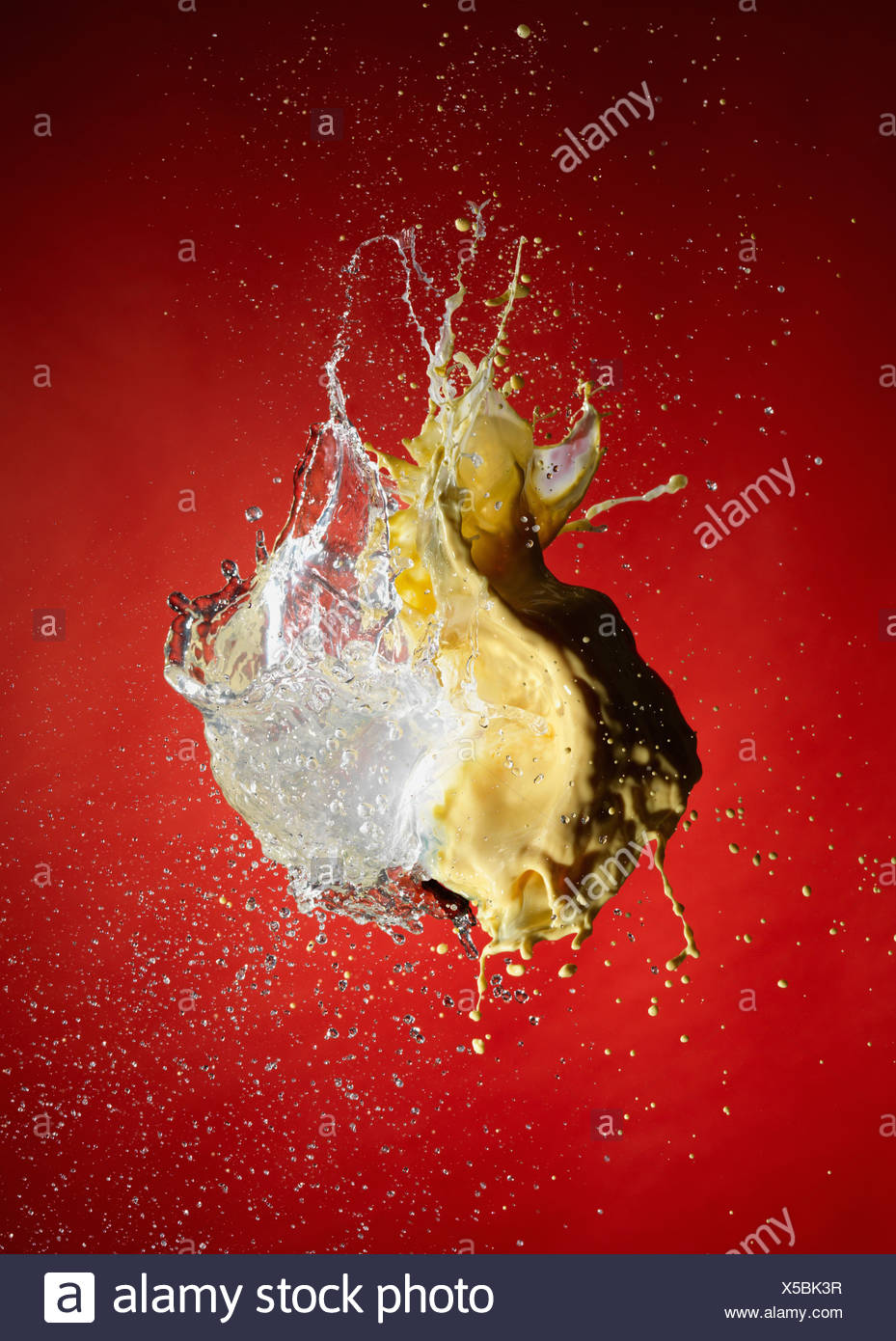 Close up de la peinture et de l'eau explosion Photo Stock