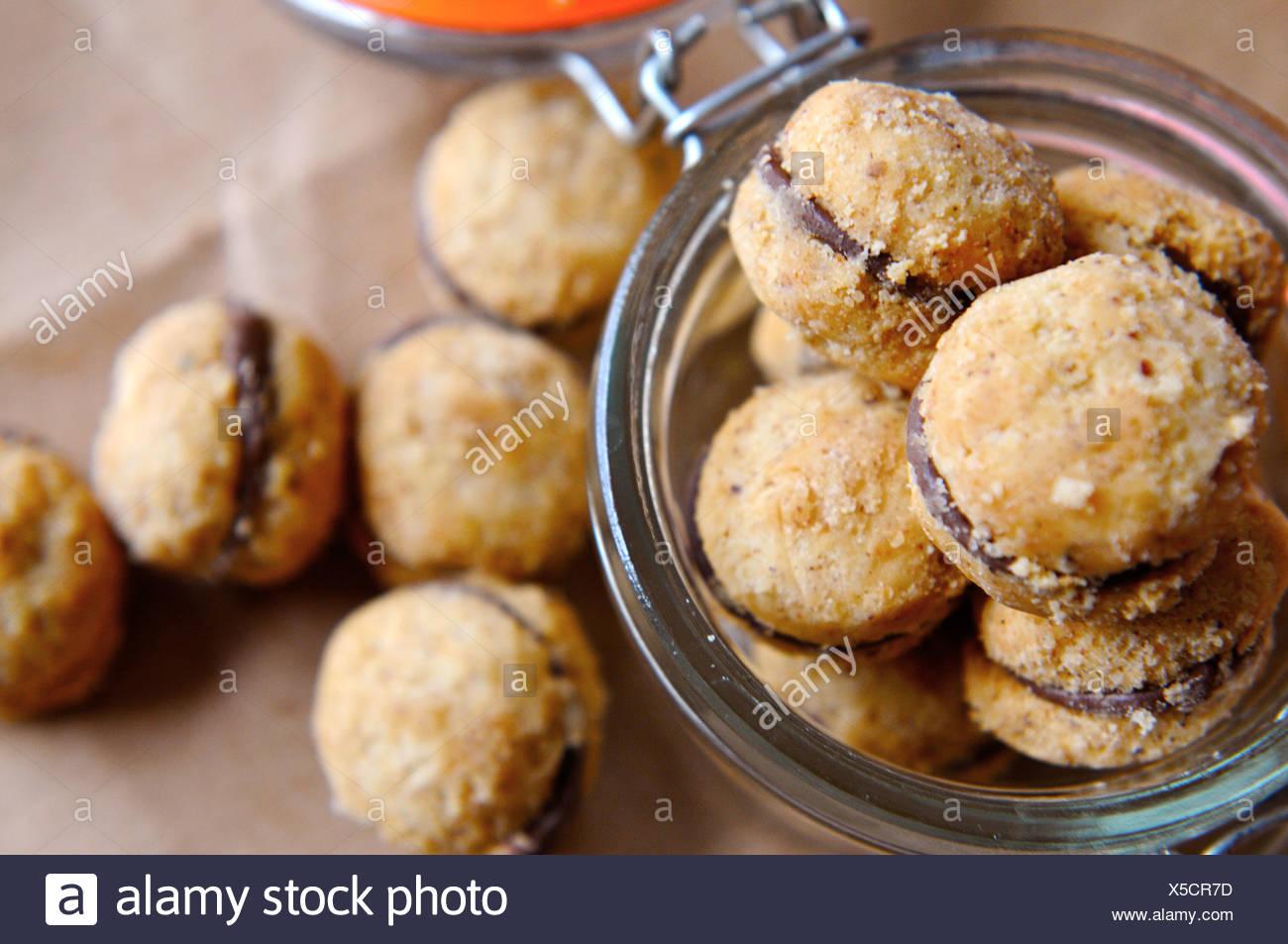 Cookies aux noisettes rempli (BACI) Photo Stock