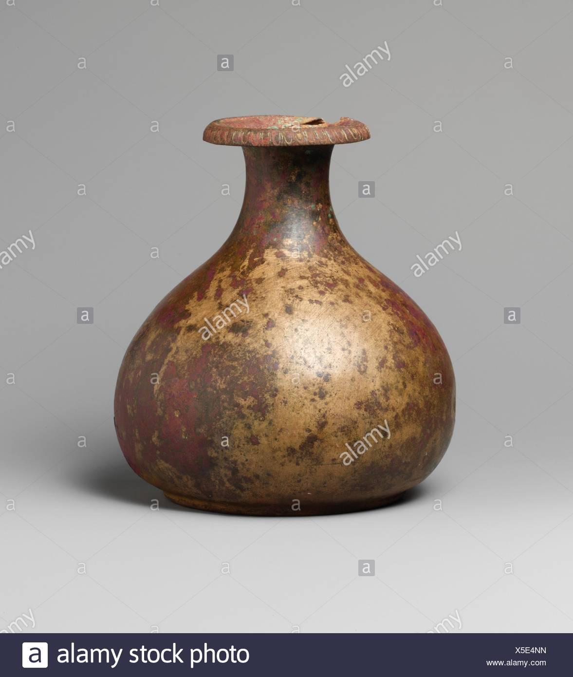 Verseuse en bronze. Période: Hellenistic; Date: 3e-1e siècle avant J.C, Culture: grec; technique: Bronze; Dimensions: h. 7 7/8 in. (20 cm); classification: Photo Stock